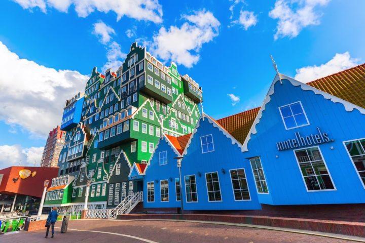 Inntel Hotel em Amsterdã, na Holanda. Construções diferentes
