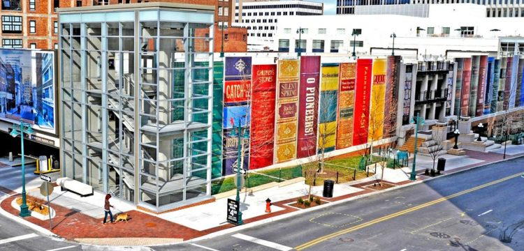 Biblioteca Pública de Kansas City, nos Estados Unidos. Construções diferentes