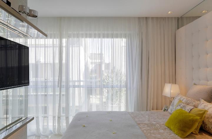 quarto do casal da casa no recreio com projeto de Claudia Pimenta e Patricia Franco