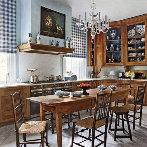 Cozinha rustica com cadeira em palha e madeira rustica