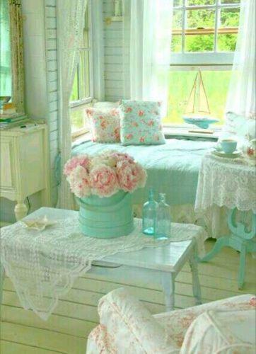 Estilo Shabby Chic na decoração, no blog da Conexão Décor. Sala em tons pasteis, flores ,crochê.