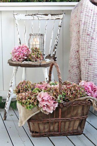 Cesta com flores no estilo Shabby Chic