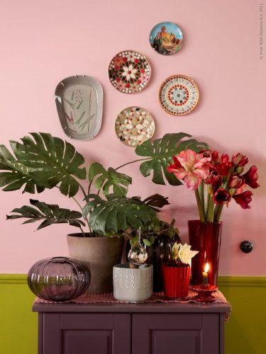 Paredes coloridas com sugestão de cor , rosa no aparador.