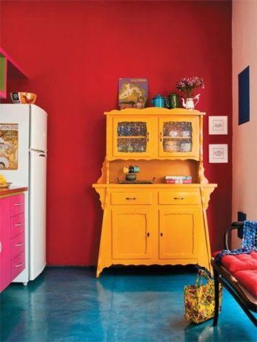 Paredes coloridas com sugestão de cor no blog da Conexão Décor. Parede vermelha na cozinha.