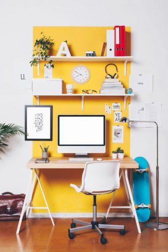 Paredes coloridas com sugestão de cor no blog da Conexão Décor. Detalhe de faixa amarela na parede