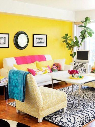 Paredes coloridas com sugestão de cor no blog da Conexão Décor. Parede amarela na sala.