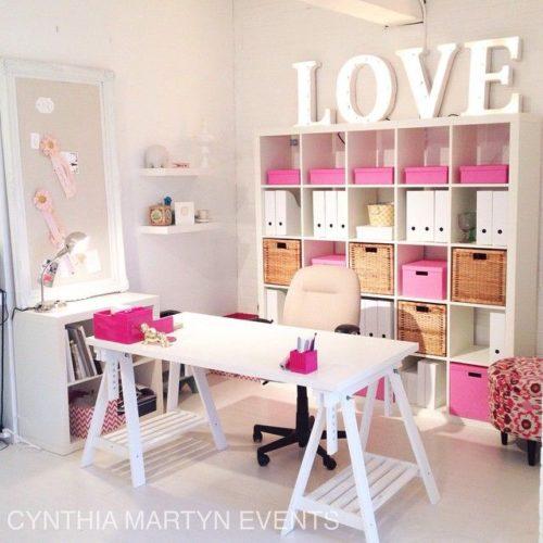 atelier com caixas orgazidoras rosa