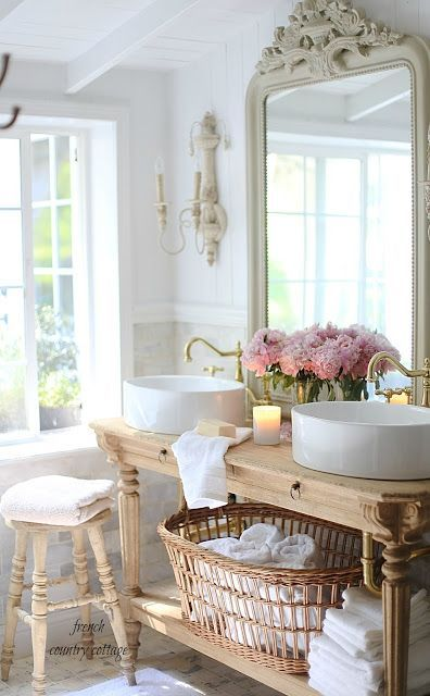 Tub Surrounds In Small Bathrooms
