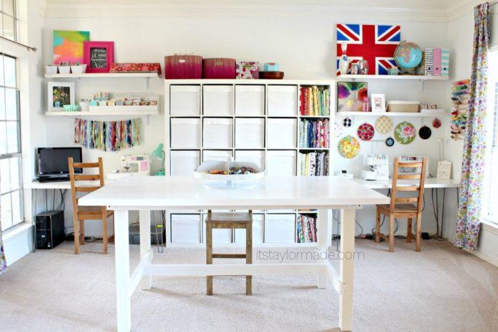 area de trabalho grande no atelier em casa