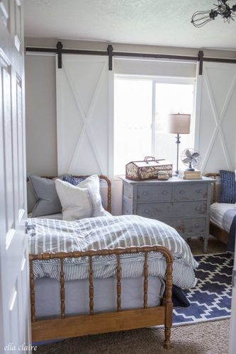 janelas de madeira de correr no estilo cottage