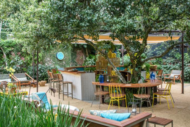 Ambiente do CasaCor 2016, conquistado por Fernanda Sampaio, Juliana Sampaio e Raísa Rodrigues - Bar de Gin. Foto: André Nazareth - Maratona