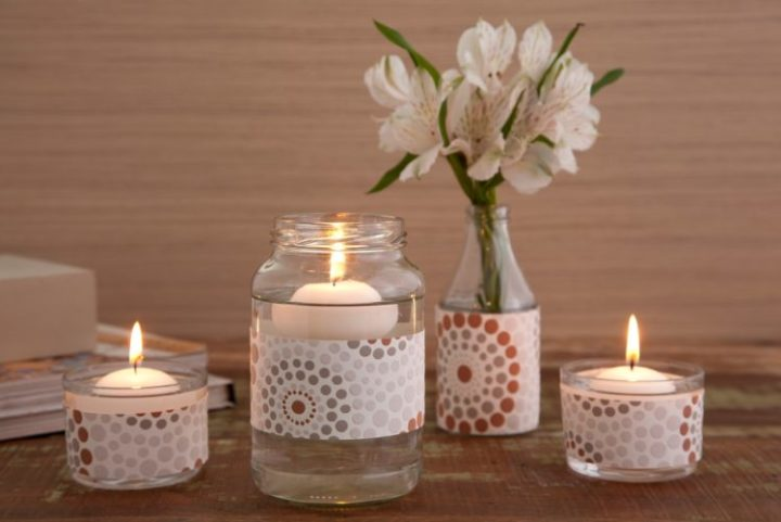 12 ideias baratinhas e rápidas faça você mesma ! Vidrinhos se transformam em vasos de flor e vela.