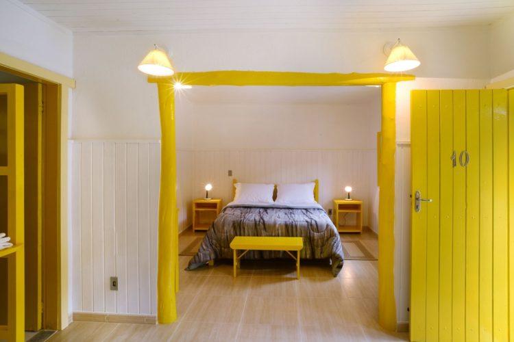 Provence, uma pousada irresistível na serra fluminense.Quarto amarelo