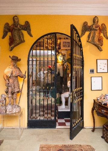 a porta de entrada decoração do apartamento de Antonio Neves da Rocha