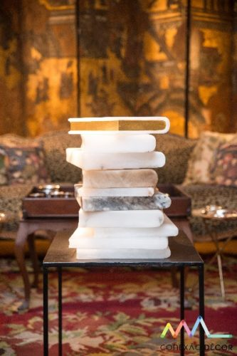 livros de alabastro de Maria Carmem Pelingeiro nadecoração do apartamento de Antonio Neves da Rocha