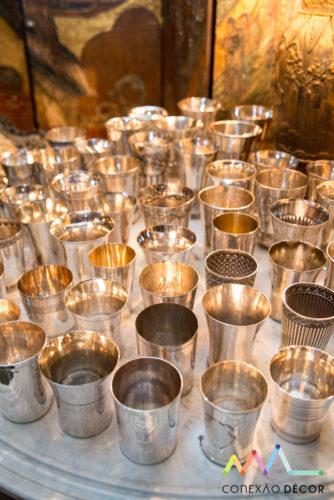 Conectadas com Antonio Neves da Rocha e sua casa. Coleção de copos em prata .