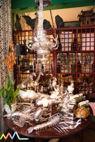 Conectadas com Antonio Neves da Rocha e sua casa. Coleção de bichos em prata na casa do Antonio Neves da Rocha.