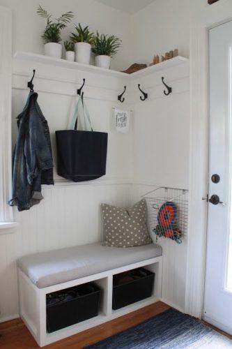 Mudroom, um charme na decoração para o hall de entrada. Espaço pequeno decorado.