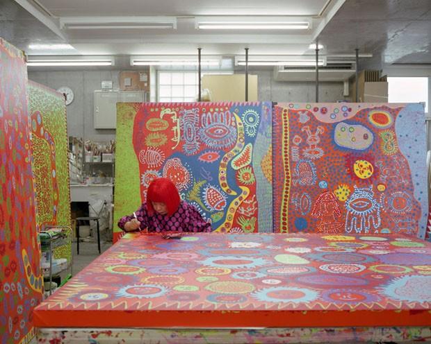 Yayoi Kusama, uma das maiores artistas pop japonesas abrirá um museu .