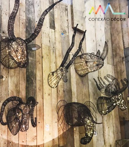 cabeças de bichos iluminadas na maison&objet