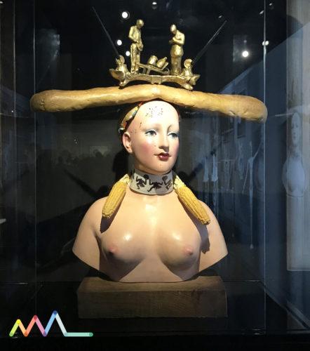 """Escultura de Salvador Dali, de 1933 - """"Retrospectiva de busto da mulher"""" na exposição de Dior"""