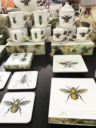 insetos impressos em varios objetos na maison&objet