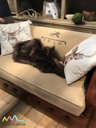 almofadas com cabeças de alce na maison objet