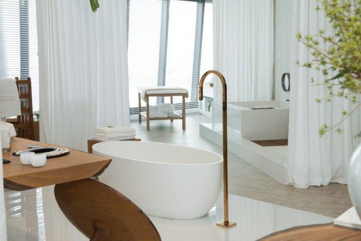 Banheira no Espaço Deca por Paola Ribeiro para Casa Cor Rio 2017