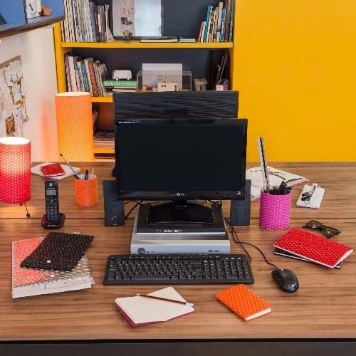 caderno, porta lapis, materiais de escritorio em plastico bolha