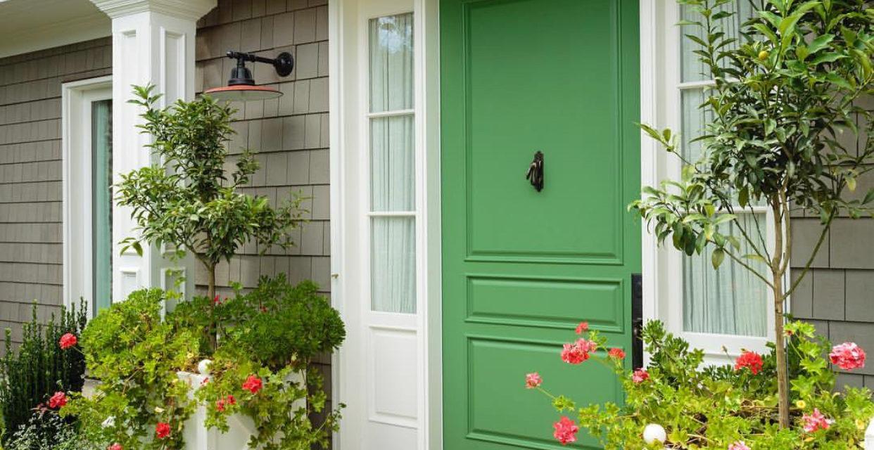 Portas coloridas: um charme a mais, logo na entrada