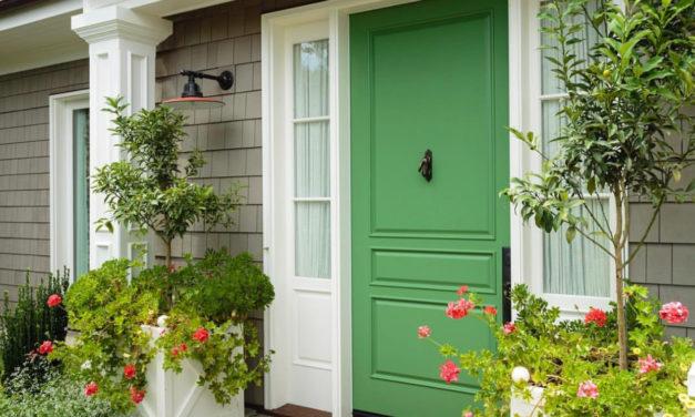 Portas de entrada coloridas: um charme logo na entrada