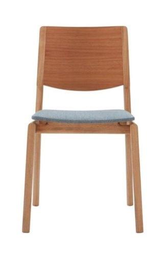 Cadeira da Carbono Design. Assento em tecido e estrutura em madeira.