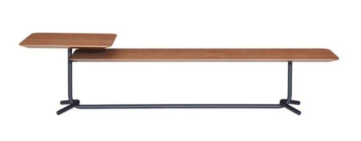Mesa de centro 404 da Carbono Design. Mesa de centro tubular com tampo em madeira e com duas alturas.