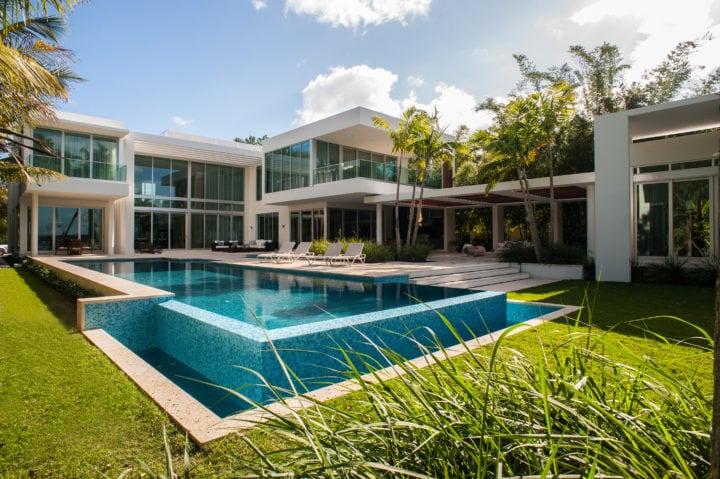 Fachada da Casa no Projeto de Nayara Macedo em Miami