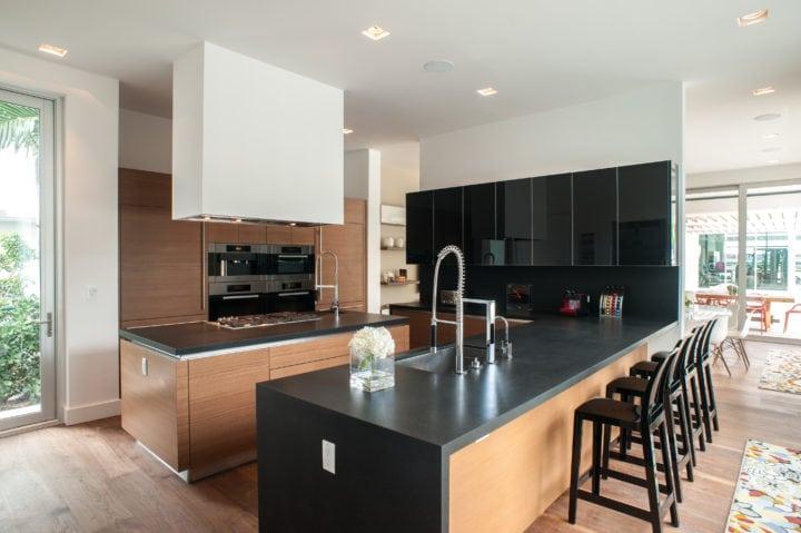 Cozinha do Projeto de interiores de residencia em Palm Island, Miami