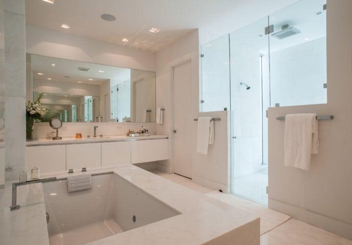 Banheiro da Suite Master no projeto de Nayara Macedo em Miami