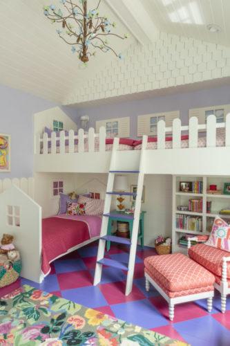 Quarto de criança inspirado em casinhas de boneca, decoração de Alison Kandler