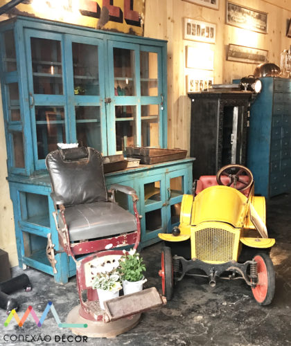 Carros antigos, móveis e até uma cadeira de barbeiro no Marche aux puces