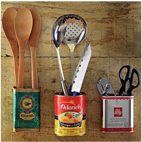 porta talheres com latinhas usadas para ideias criativas e charmosas para a cozinha
