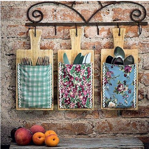 porta-talheres com tábuas de carne para ideias criativas e charmosas para a cozinha