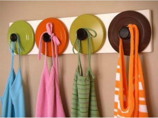 tampas como cabides para ideias criativas e charmosas para a cozinha