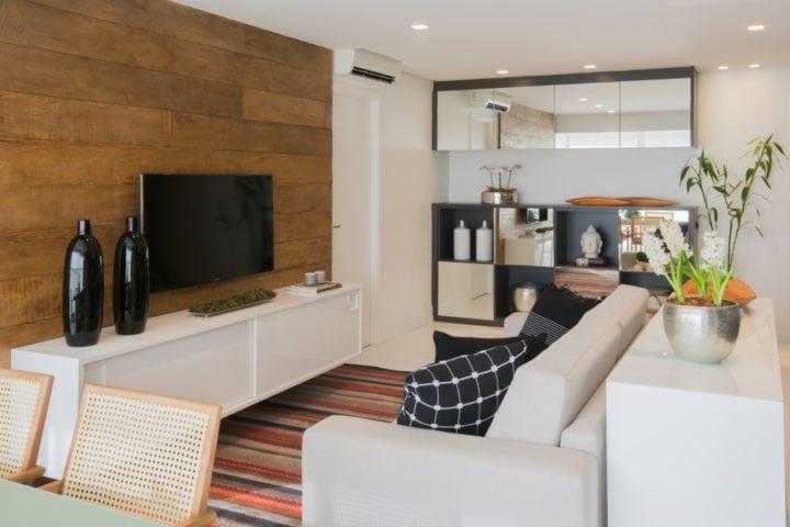 Movel com nichos do apartamento pequeno por Bordin&Soares