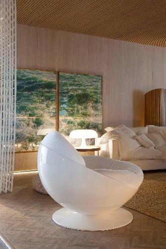 Design Brasileiro no O Spa Deca, assinado pela arquiteta Paola Ribeiro. Na foto, destaque para a poltrona Esfera, assinada pelo designer Ricardo Fasanello.