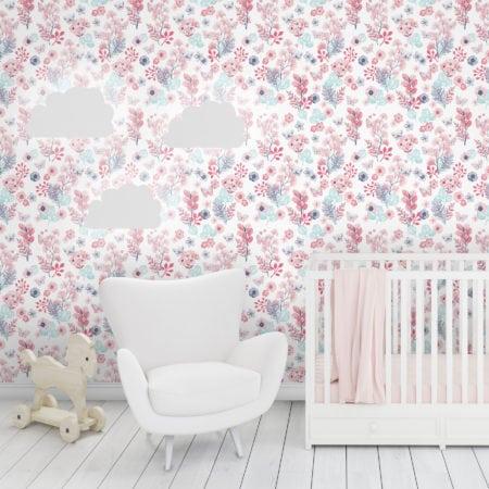 Papel de parede vinílico com fundo branco e borboletas estampadas.