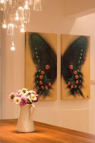 Quadro díptico de borboleta, decora a sala de jantar .