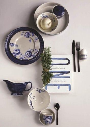 Linha de louças em azul da marca dinamarquesa Greengate.