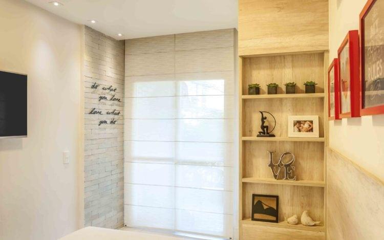 Aparatamento otimizado , detalhe da decoração no quarto com parede de tijolinho.
