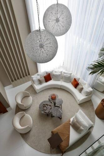 Vista aérea da sala do Projeto de Claudia Pimenta e Patricia Franco para o DJ Dennis
