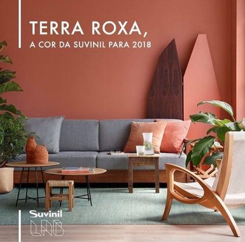 Foto do ambiente pintado com a cor do ano de 2018 da Suvinil Tintas, Terra Roxa.