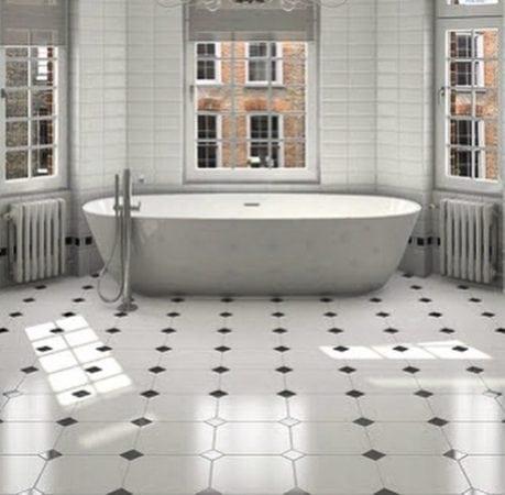 Ladrilho em branco com detalhes em preto para o banheiro.
